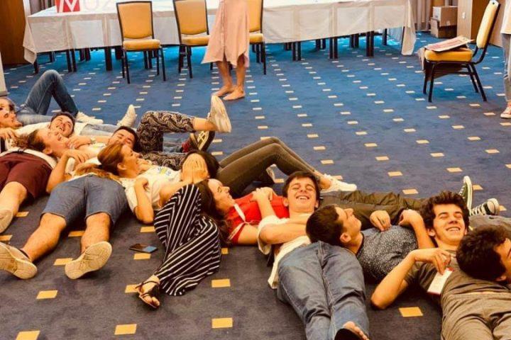 Želiš Da Kreiraš Zajednicu Iz Snova? Pogledaj Poziv Za članstvo U Odboru Omladinskih Banaka